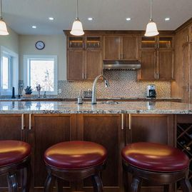 Portfolio-Traditional-Kitchen-renovation-with-undercounter-eating-bar-lighting